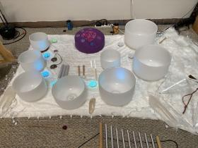 sound-bath-meditation-crystal-bowls
